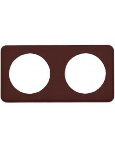 Moldura de acabamento marrom dupla.